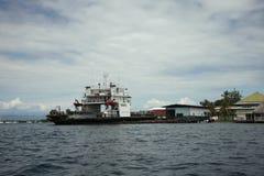 Il traghetto di trasporto nel porto di bocas del torro, Panama immagine stock libera da diritti