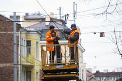 Il tram cabla la riparazione dei lavoratori Immagine Stock Libera da Diritti