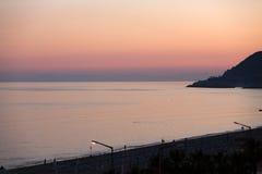 Il tramonto alla spiaggia di Cleopatr in Alanya Immagini Stock Libere da Diritti