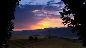 Il tramonto in bella Armenia Aragac o tramonto è la scomparsa quotidiana del Sun sotto l'orizzonte, come Re Fotografia Stock Libera da Diritti