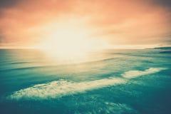 Il tramonto del mare si appanna la scena di vista sul mare Immagine Stock