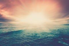 Il tramonto del mare si appanna la scena di vista sul mare Fotografie Stock