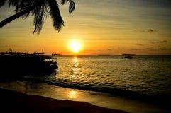 Il tramonto della spiaggia di bellezza immagini stock