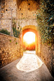 Il tramonto nel villaggio di Monteriggioni, Siena, Italia Fotografie Stock