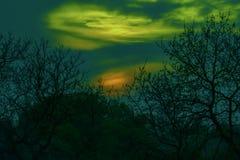 Il tramonto nella luce verde, vede dai noi luci polari, luci del nord immagine stock