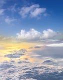 il tramonto si appanna lo skyscape del cielo Vista dalla finestra di un aeroplano Fotografia Stock