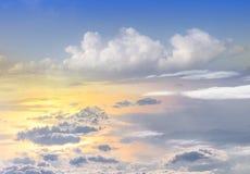 il tramonto si appanna lo skyscape del cielo Vista dalla finestra di un aeroplano Fotografie Stock