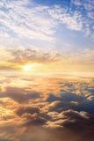 il tramonto si appanna lo skyscape del cielo Vista dalla finestra di un aeroplano Immagine Stock Libera da Diritti