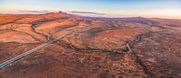 Il tramonto sopra paesaggio straniero irregolare del Flinders varia fotografia stock