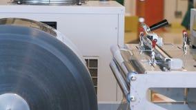 Il trasportatore nella produzione, il lavoro di tecnologia d'imballaggio stock footage