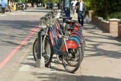Il trasporto per Londra bikes in scaffale a Londra, Inghilterra Fotografia Stock