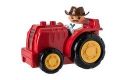 Il trattore dei bambini con l'agricoltore in un cappello Fotografie Stock Libere da Diritti