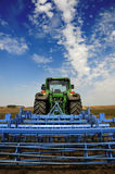 Il trattore - strumentazione moderna dell'azienda agricola fotografia stock libera da diritti