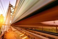 Il treno ad alta velocità si muove velocemente Immagini Stock Libere da Diritti
