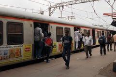 Il treno a Bombay immagine stock