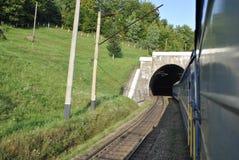 Il treno che esce dal tunnel Fotografia Stock Libera da Diritti