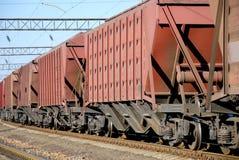 Il treno con le automobili per carico asciutto Immagine Stock Libera da Diritti