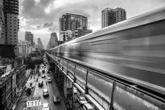 Il treno di alianti è il meglio di trasporto pubblico a Bangkok, Tailandia fotografie stock libere da diritti