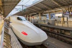 Il treno di pallottola di 700 serie alla stazione di Tokyo Fotografia Stock Libera da Diritti