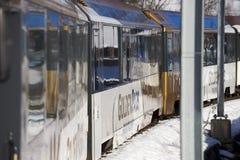 Il treno dorato del passaggio in alpi svizzere collega Montreux a Lucerna Fotografia Stock Libera da Diritti