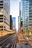 Il treno famoso di Chicago arriva Fotografie Stock Libere da Diritti