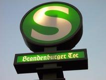 Il treno firma dentro Berlino Immagine Stock Libera da Diritti