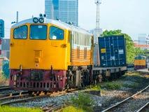 Il treno merci stava arrivando l'iarda Fotografia Stock Libera da Diritti