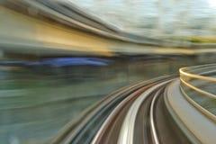 Il treno segue il mosso Immagine Stock