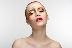 Il trucco ha colorato la pittura sulla ragazza di bellezza degli occhi Fotografia Stock