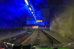 Il tunnel della strada di Vallavik con la rotonda, Norvegia immagini stock