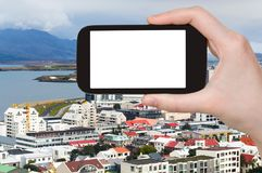 il turista fotografa il distretto di Midborg a Reykjavik Immagini Stock