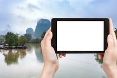 il turista fotografa i fiumi di Jinbao e di Yulong Immagini Stock Libere da Diritti