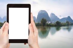 il turista fotografa i fiumi di Jinbao e di Yulong Fotografia Stock