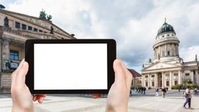 il turista fotografa il quadrato di Gendarmenmarkt Immagine Stock Libera da Diritti