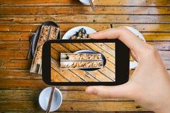 il turista fotografa il riso fritto del cinese locale fotografia stock