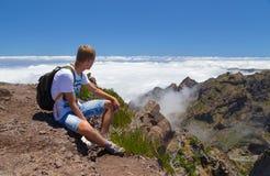 Il turista sul Madera ha un resto, ottenente sul superiore individuato Immagini Stock Libere da Diritti