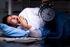 Il turno di notte di lavoro di medico in ospedale dopo le lunghe ore Fotografia Stock