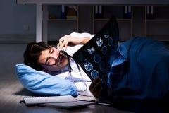 Il turno di notte di lavoro di medico in ospedale dopo le lunghe ore Fotografie Stock