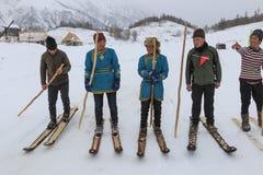 Il Tuva equipaggia la concorrenza in una concorrenza del paese dello sci nelle montagne di Altai in Cina Fotografie Stock Libere da Diritti