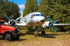 IL 14, um airplaine militar da hélice do russo idoso em um ai velho Foto de Stock