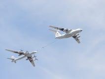 Il-78 und Tu-95 im Himmel Stockfoto