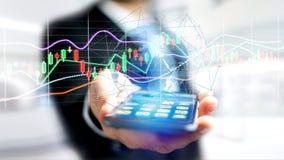 Il usng dell'uomo d'affari uno smartphone con un 3d rende la borsa valori TR Fotografie Stock