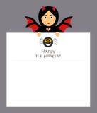 Il vampiro del pipistrello della ragazza sta tenendo uno strato del blocco note per le entrate Ragno, iscrizione Halloween felice Fotografia Stock