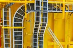 Il vano per cavi con collegamenti elettrici sistema sul soffitto ad al largo Fotografie Stock