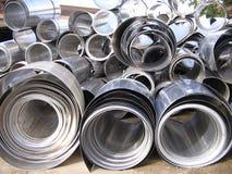 Il vario alluminio rotolato arriva a fiumi l'iarda del residuo Fotografie Stock