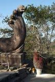 Il vaso di incenso attacca sulla piattaforma del Naga al complesso del XI secolo del tempio di Preah Vihear Immagine Stock Libera da Diritti
