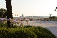Il Vaticano dal parc di Borghese della villa immagini stock