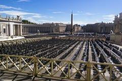 Il Vaticano, ITALIA - 6 settembre 2016 Prospettiva del pubblico con il em immagini stock libere da diritti