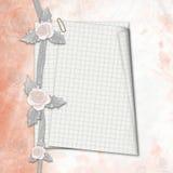 Il vecchio album con le rose disegnate a mano ed il taccuino rivestono illustrazione vettoriale