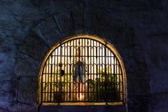 Il vecchio altare in una parete di pietra Fotografie Stock Libere da Diritti
